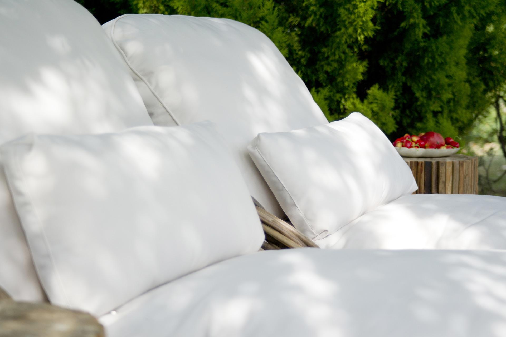 Sofy z technorattanu czy innych materiałów? Jaki materiał wybrać kupując sofy do ogrodu?